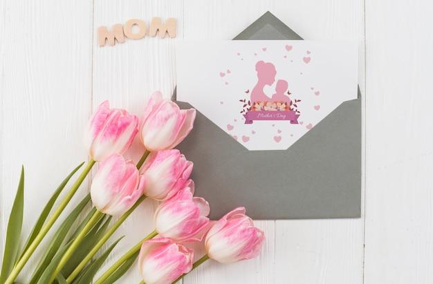 フラットレイアウトの母の日カードモックアップ 無料 Psd