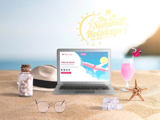 夏の要素を持つ編集可能なラップトップモックアップ 無料 Psd