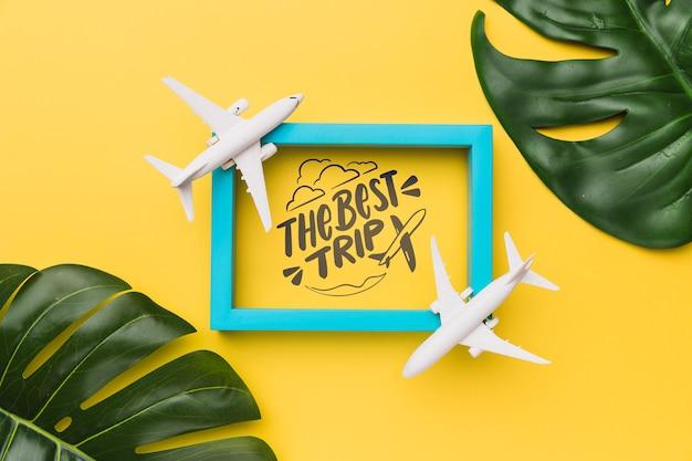 Лучшая поездка, надпись с рамой, самолеты и пальмовые листья Бесплатные Psd