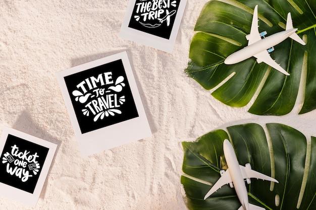 Время путешествовать, надписи о путешествиях, с пальмовыми листьями и игрушечными самолетами Бесплатные Psd
