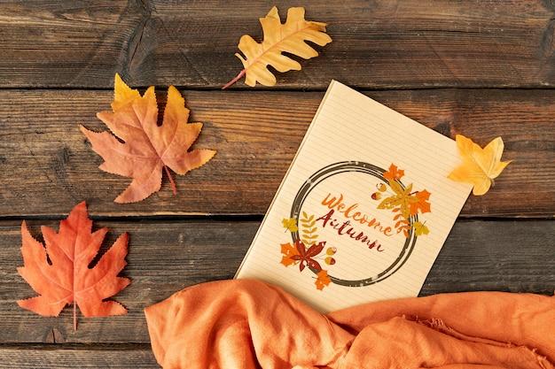 乾燥した葉と秋のコンセプトを歓迎 無料 Psd