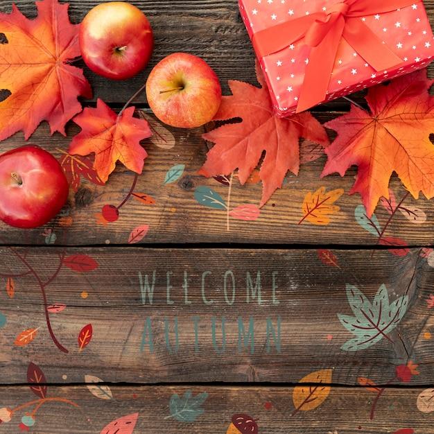 感謝祭の日の贈り物と乾燥した葉 無料 Psd