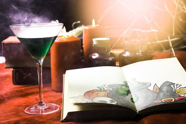Ядовитый зеленый напиток и осветить хэллоуин украшения Бесплатные Psd
