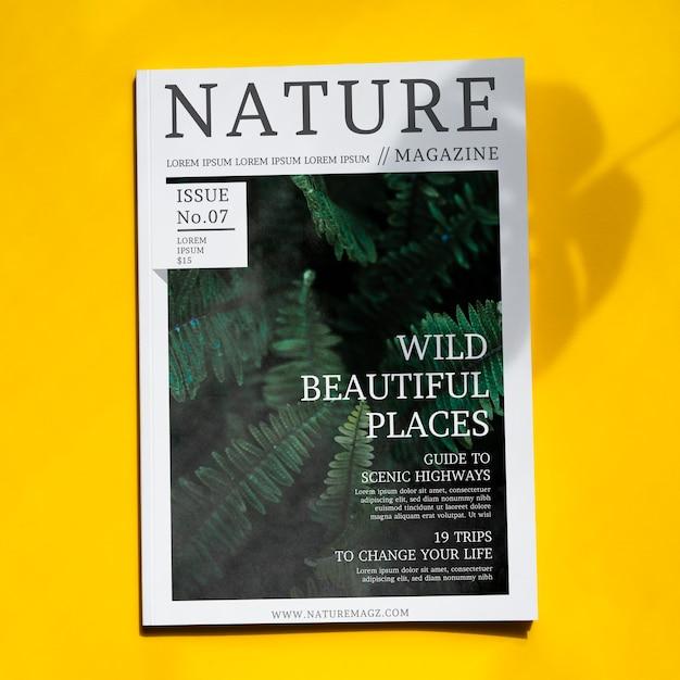 黄色の背景にモックアップ自然雑誌 無料 Psd