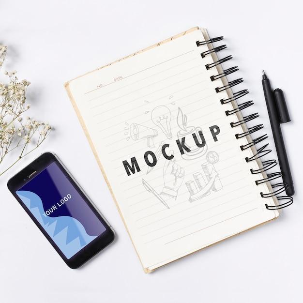 メモ用のモックアップ電話およびノートブック 無料 Psd