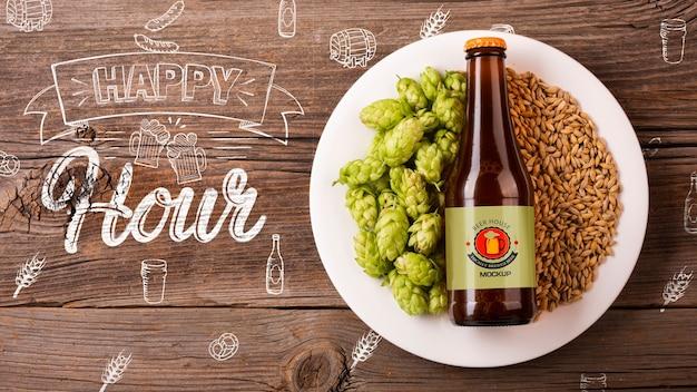 種子のモックアップとプレートのビールの瓶 無料 Psd