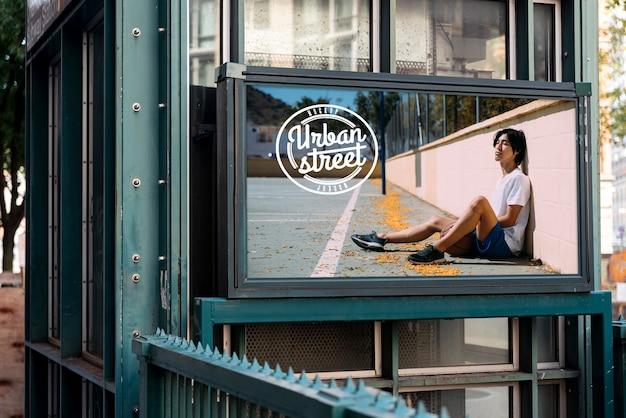 都市通りの看板のモックアップ 無料 Psd