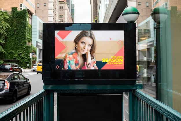 Красочный рекламный щит с макетом Бесплатные Psd