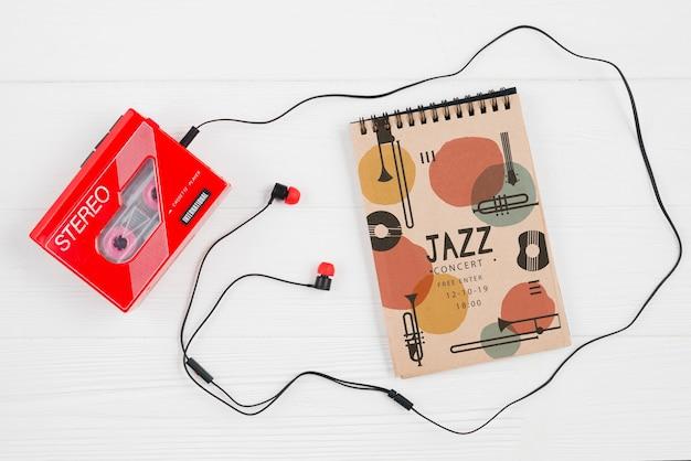 Блокнот рядом с музыкальной кассетой Бесплатные Psd