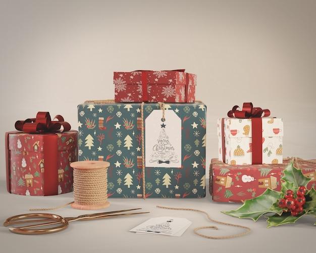 Упаковка подарков обрабатывается на макете дома Бесплатные Psd