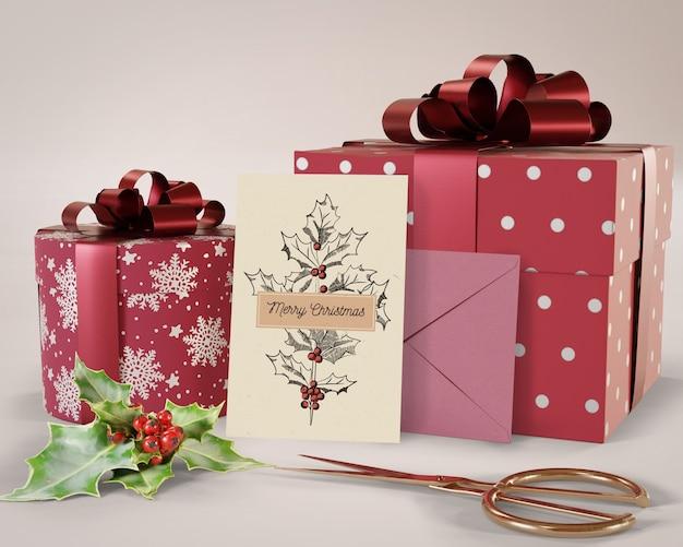 Подарки разных размеров и открытку Бесплатные Psd