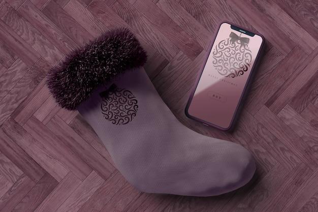 電話の横にあるクリスマスの靴下 無料 Psd