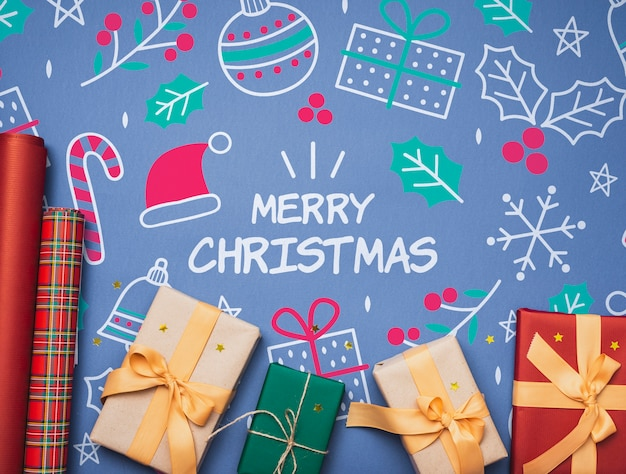 カラフルなクリスマスギフトモックアップのフラットレイアウト 無料 Psd