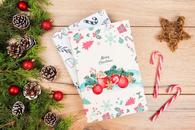 Вид сверху книга для рождественского подарка с украшениями Бесплатные Psd