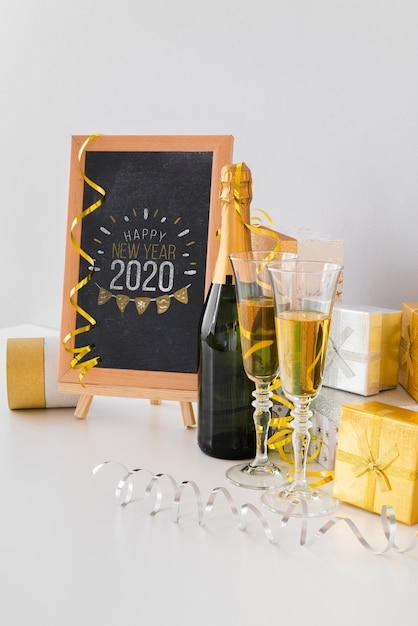 Макет доски с бокалами шампанского Бесплатные Psd