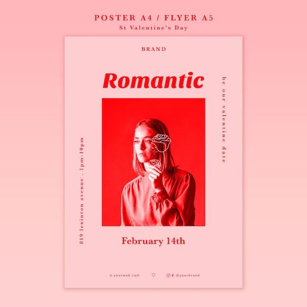Романтическая девушка смотрит в сторону плакат Бесплатные Psd