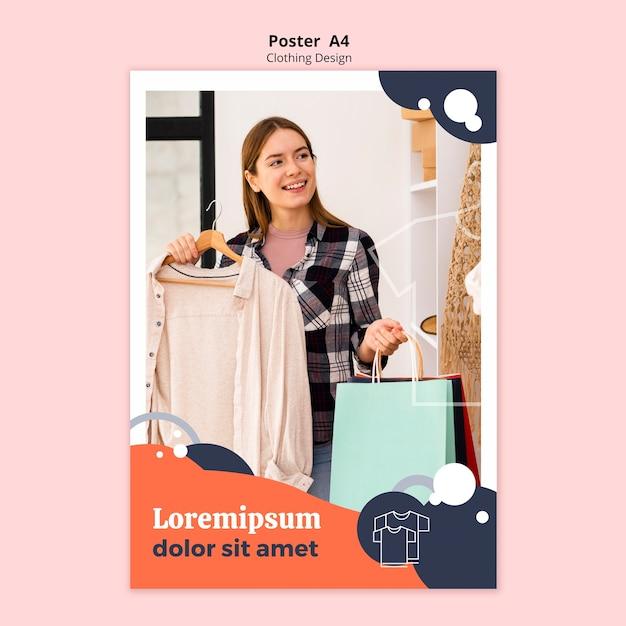 Плакат магазина одежды с женщиной, держащей бумажные пакеты Бесплатные Psd
