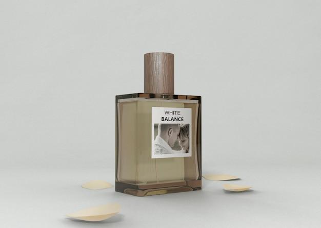 テーブルの上の香水瓶 無料 Psd