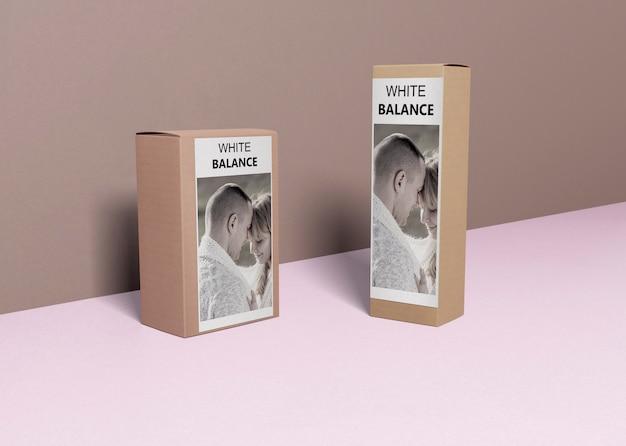 テーブルの上のボックスの香水 無料 Psd