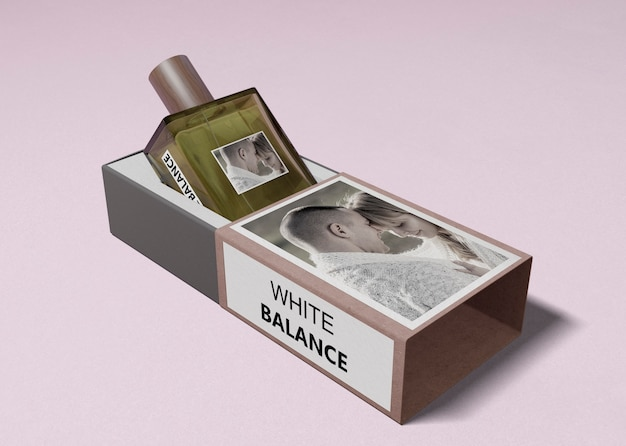 オープンボックスの香水のボトル 無料 Psd