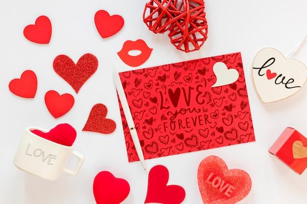 美しいバレンタインデーのコンセプトのモックアップ 無料 Psd