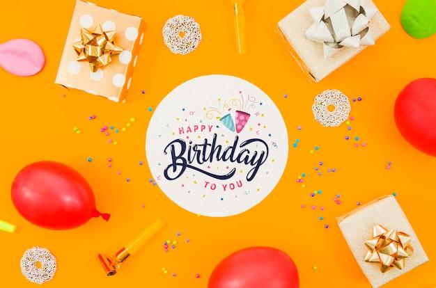 Празднование дня рождения с макетом Бесплатные Psd