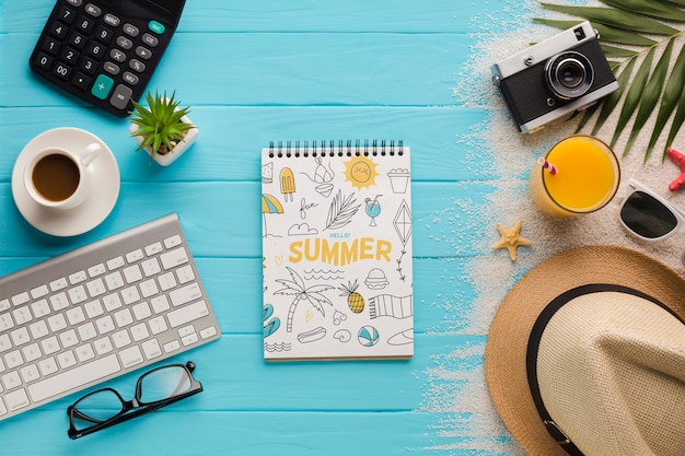 コーヒーカップとオレンジジュースのトップビューメモ帳 無料 Psd