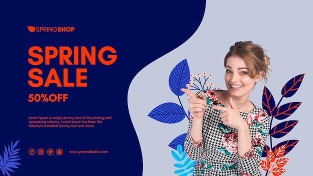 Женщина указывая весенняя распродажа баннер Бесплатные Psd