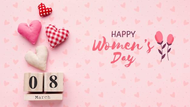 Женский день дата тег на столе Бесплатные Psd