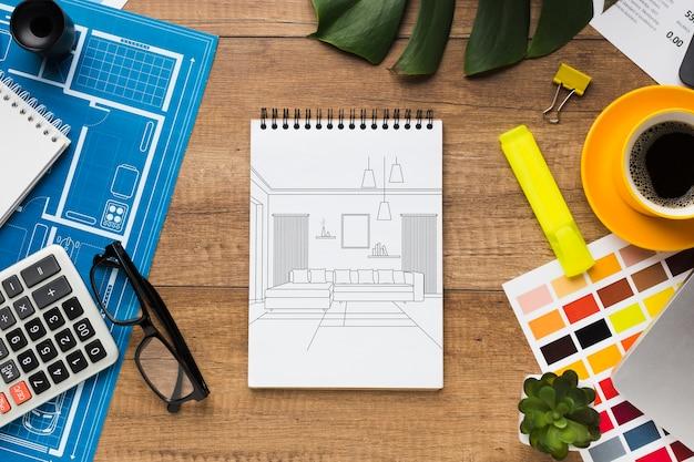 Офисный стол с макетом ноутбука и канцелярскими товарами Бесплатные Psd