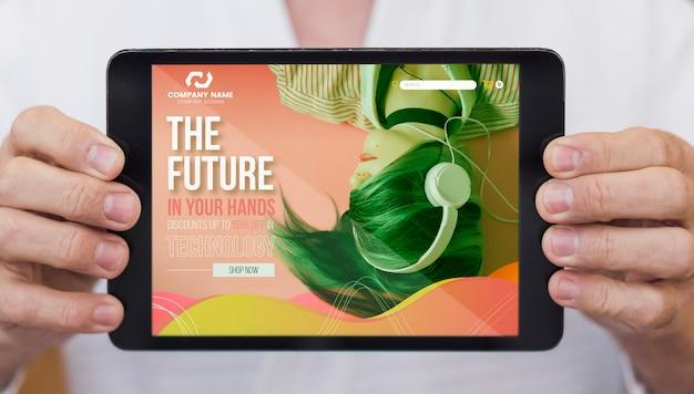 Будущее в ваших руках на макете планшета Бесплатные Psd