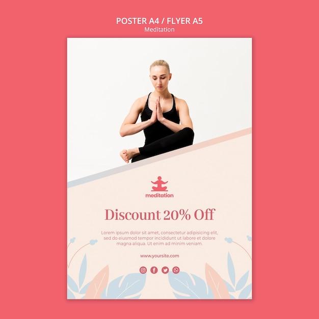 Плакат классов медитации с фотографией женщины, осуществляющих Бесплатные Psd