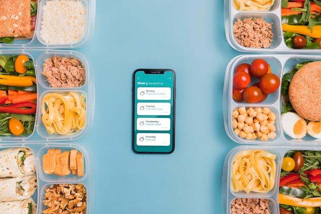 Вид сверху запланированных блюд со смартфона Бесплатные Psd