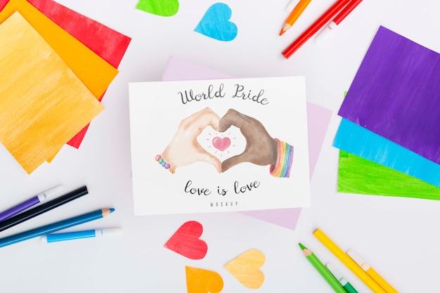 Вид сверху радуги цветной бумаги и сердца с карандашами для гордости лгбт Бесплатные Psd