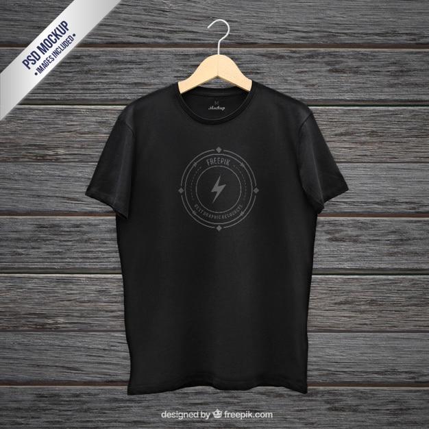 Черная футболка макет Бесплатные Psd