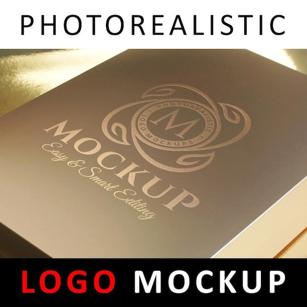 ロゴモックアップ - ゴールデンボックス上のロゴスタンピングロゴ Premium Psd