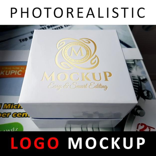ロゴモックアップ - ホワイトボックスに金箔スタンピングロゴ Premium Psd