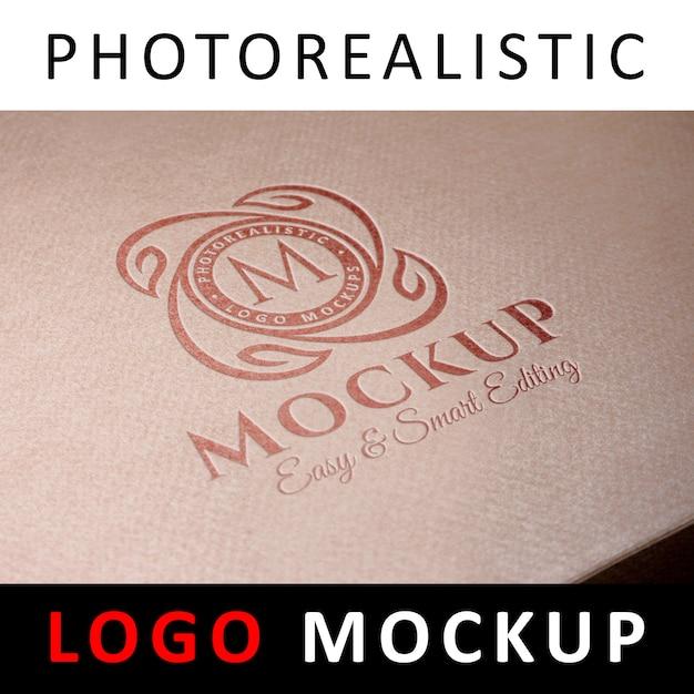 ロゴモックアップ - クラフト紙箱にデボスロゴ Premium Psd