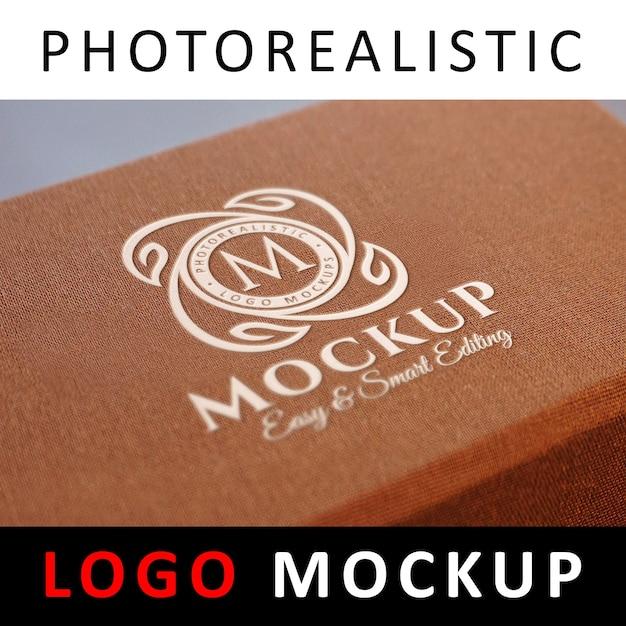 ロゴモックアップ - ボックスに刻印された白いロゴ Premium Psd
