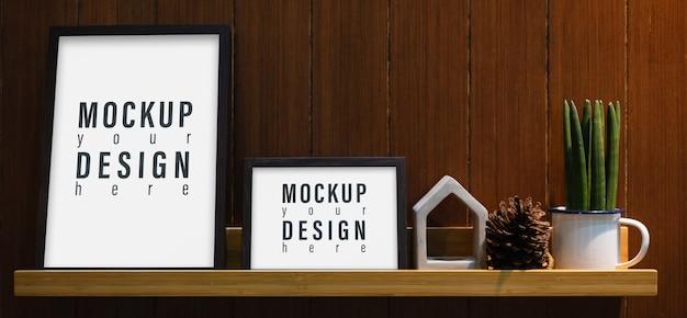 壁の棚に空白のモックアップフレーム Premium Psd