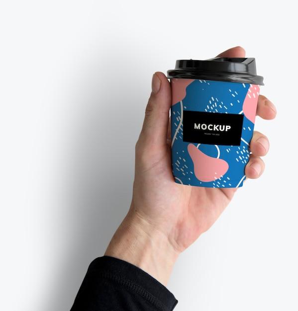 カラフルなテイクアウトコーヒーカップモックアップデザイン 無料 Psd