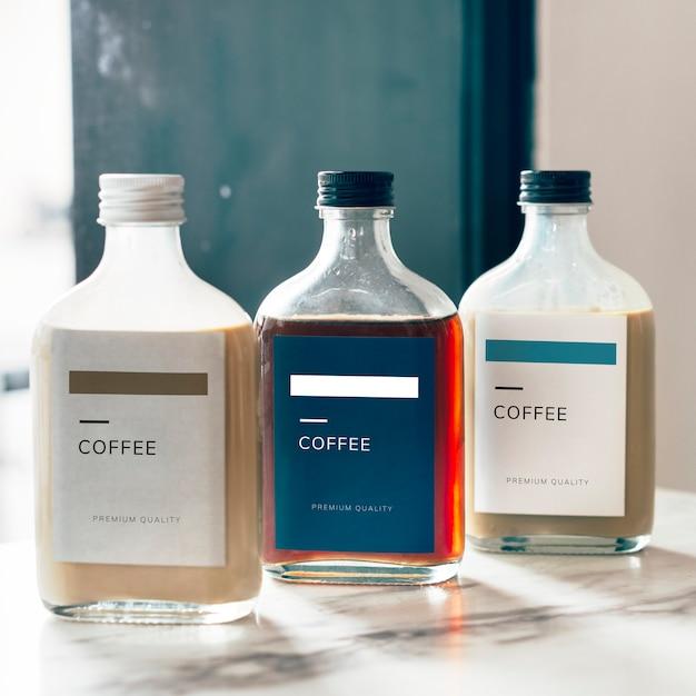 冷たい醸造のコーヒーびんのモックアップデザイン 無料 Psd
