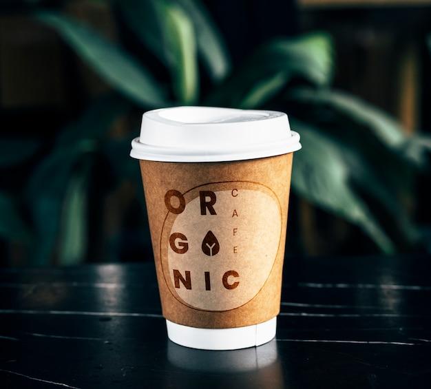 使い捨てコーヒーペーパーカップモックアップデザイン 無料 Psd