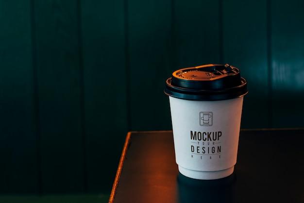 使い捨てコーヒーカップのモックアップ 無料 Psd