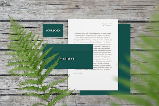 空白の企業モックアップ文房具を木に設定 Premium Psd
