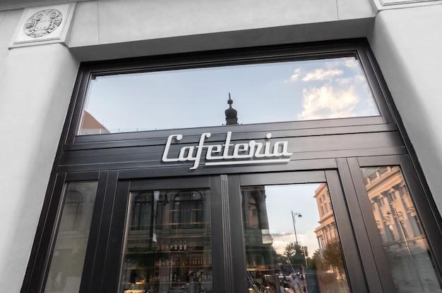 カフェの正面玄関に白いロゴ看板のモックアップ Premium Psd