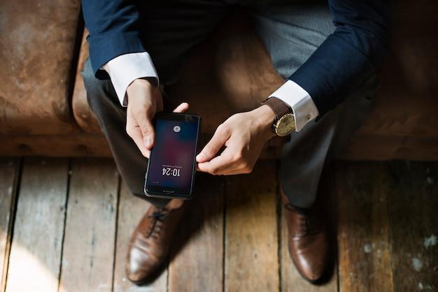 スマートフォンを使っている実業家 Premium Psd