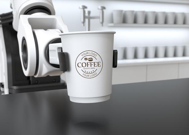 紙のコーヒーカップのモックアップを保持しているロボットアーム Premium Psd