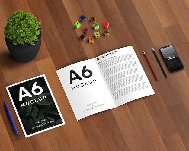 A6パンフレットモックアップ付きステーショナリーコンセプト 無料 Psd