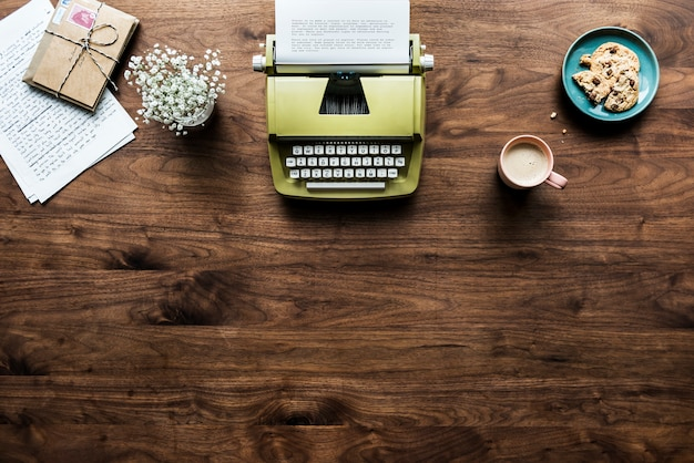 Aerial view of retro typewriter workspace concept and copy space Free Psd